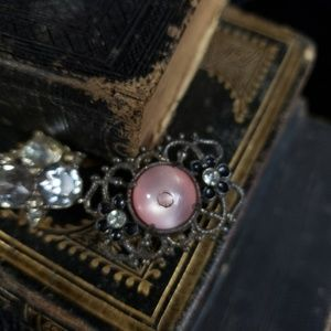 Vintage Jewelry - Lot of three antique pins from the 1930s!